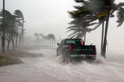 how social media can help in Florida's hurricane season