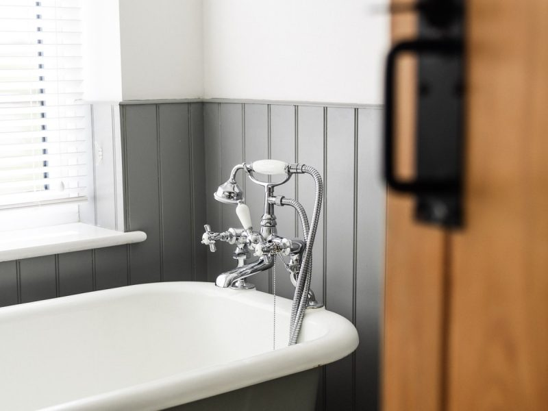 how to unclog bathtub