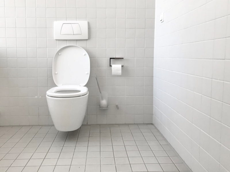 how to unclog toilet without plunger