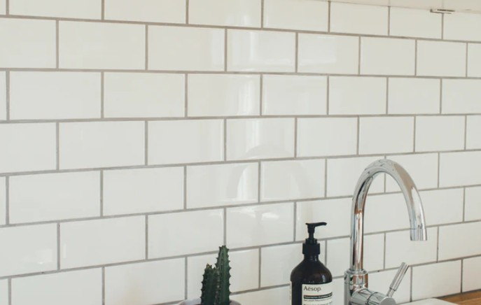White Ceramic Tiles With Grout Surrounding